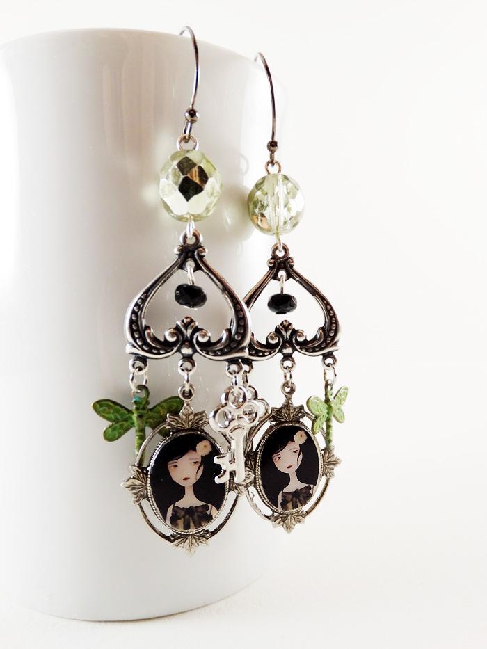 Il Etait une Fois earrings - 2013 © Anne-Julie Aubry