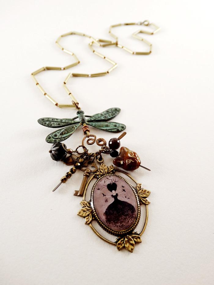 La Sorciere Noire necklace - 2013 © Anne-Julie Aubry