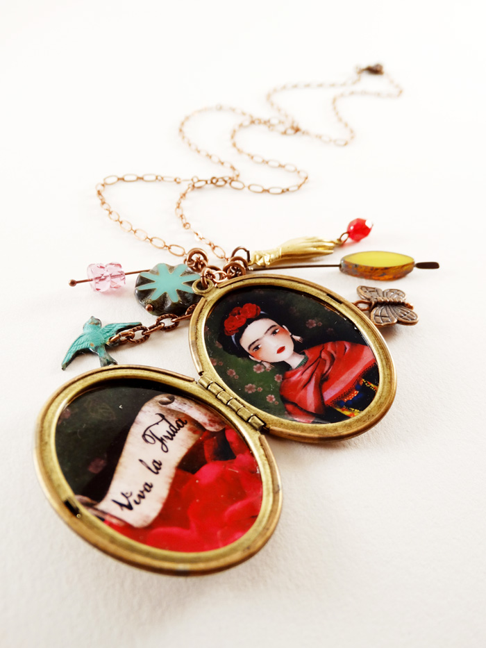 Frida Kahlo - Viva la Frida necklace - 2013 © Anne-Julie Aubry
